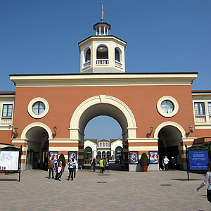 How to go and book a direct bus to serravalle outlet for Serravalle designer outlet milan